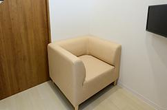 プライバシーに配慮した専用トイレ付き個室を完備